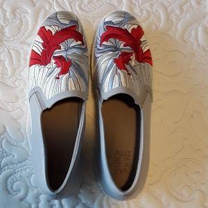 Naturalizer 11N slip-on shoes